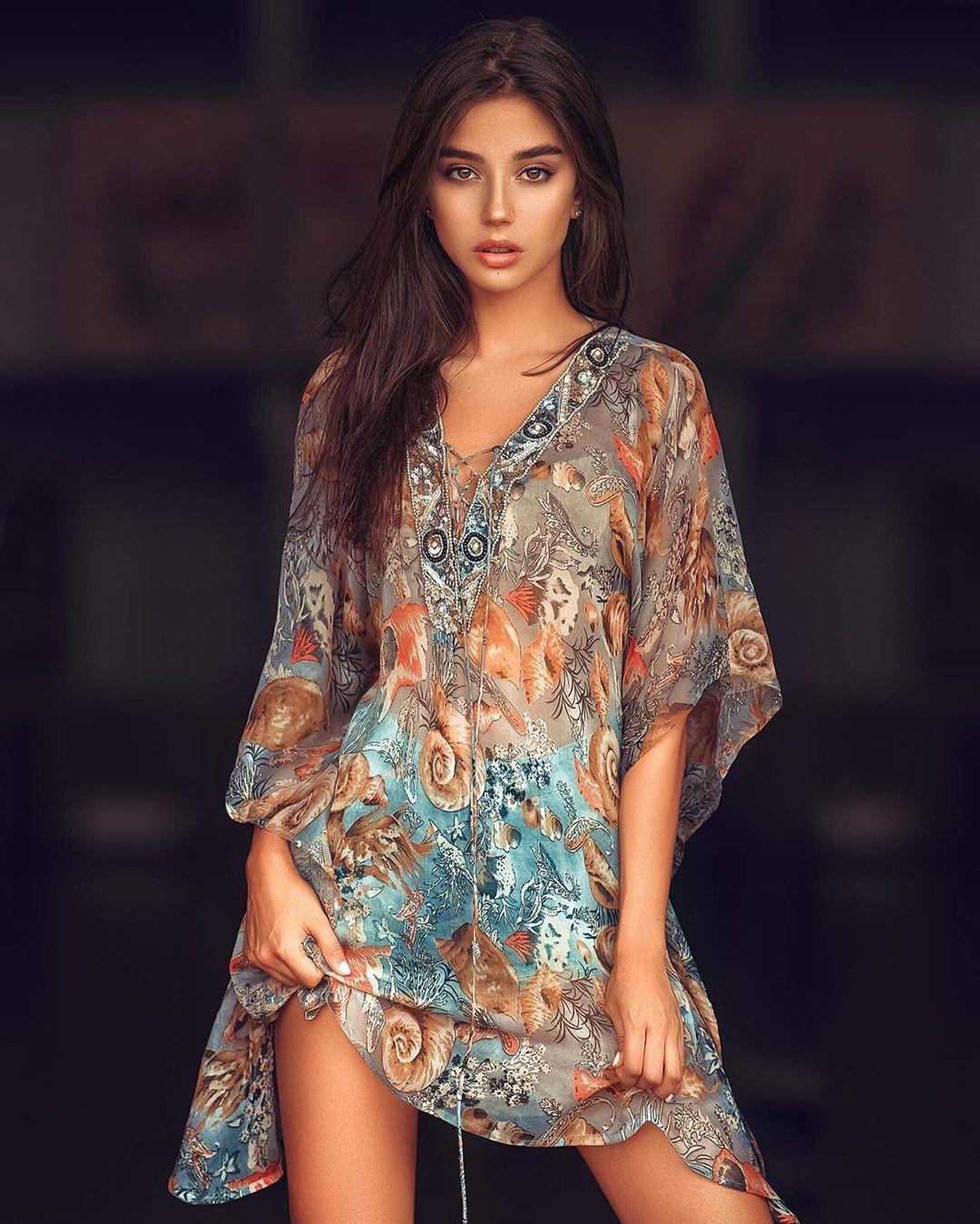 Maja Strojek dress colour combination, fashion photoshoot, woman thighs