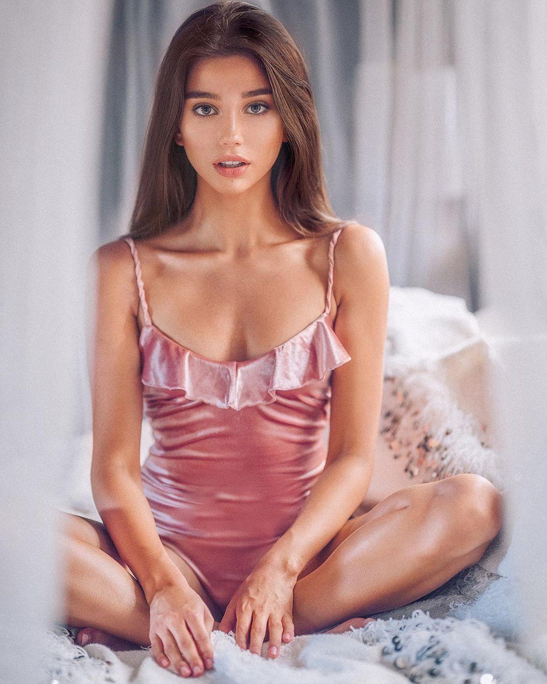 pink hot instagram model, hot lingerie photo, instagram photoshoot