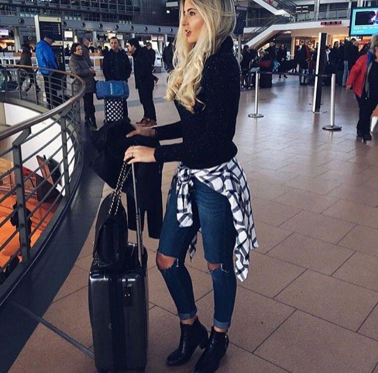 Fille dans l avion, airline ticket, street fashion, summer break