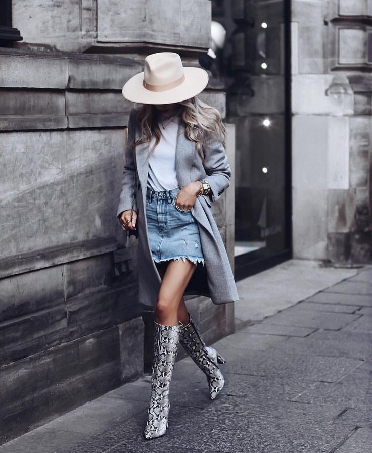 Snake print boots outfit, street fashion, tony bianco
