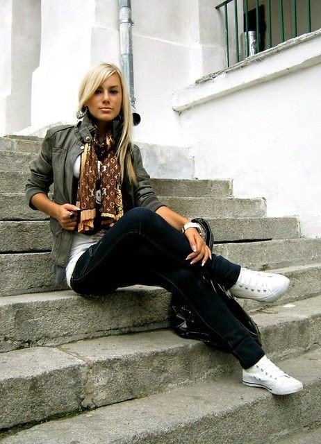 Black colour outfit with leggings, jeans