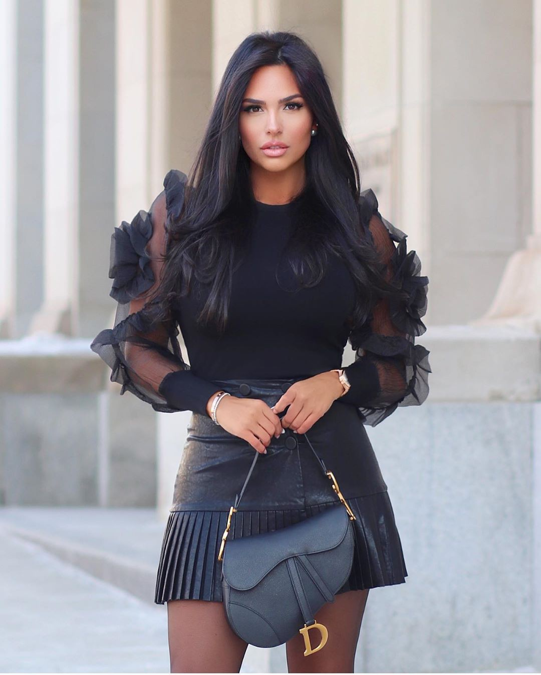 black colour outfit, you must try with shorts, smooth legs, outfit designs