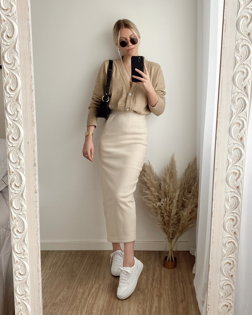 Beige and khaki colour outfit ideas 2020 with vintage clothing, maxi dress, shorts