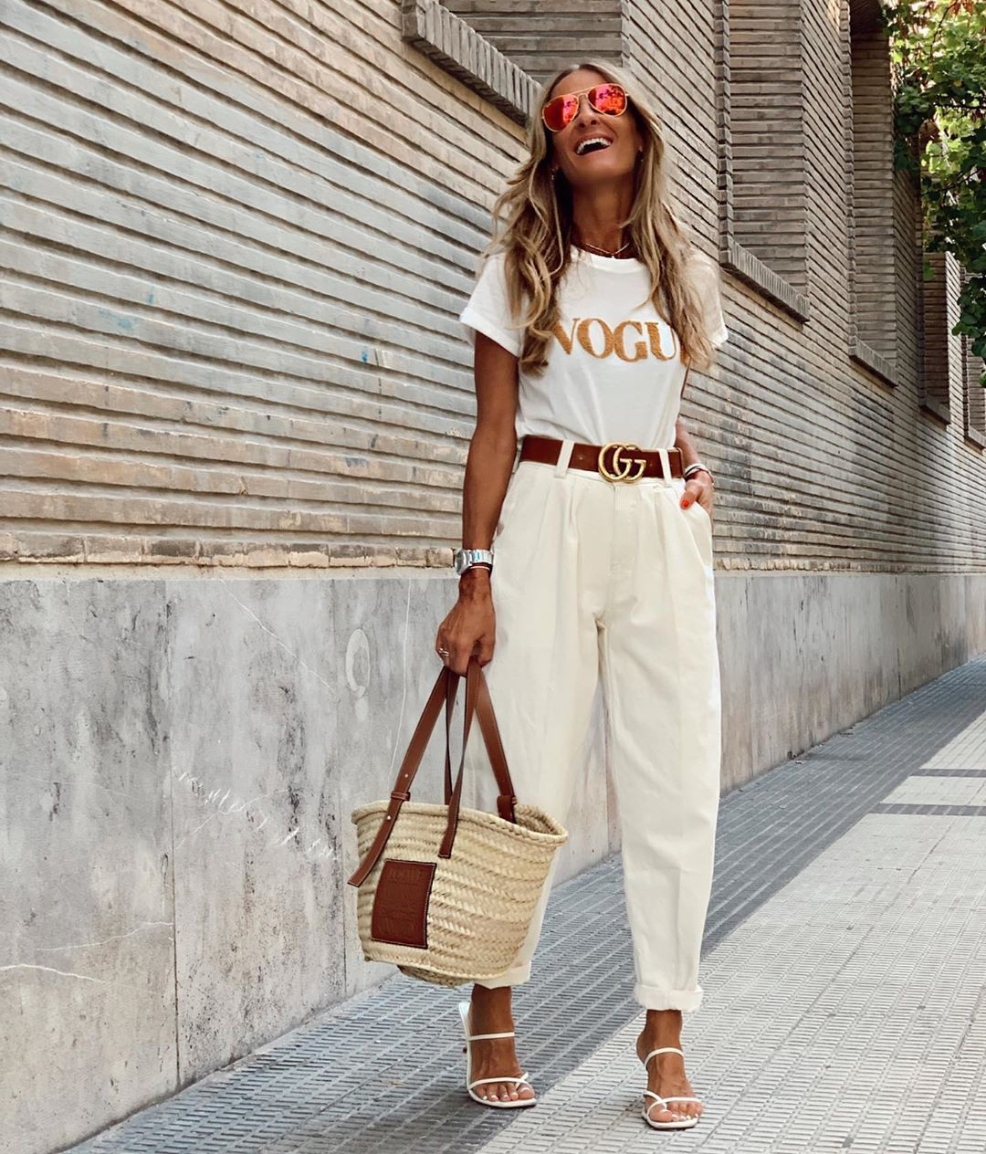 White and tan colour outfit ideas 2020 with crop top, shirt, jeans