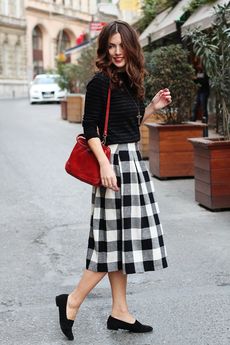 Black white red outfit, street fashion