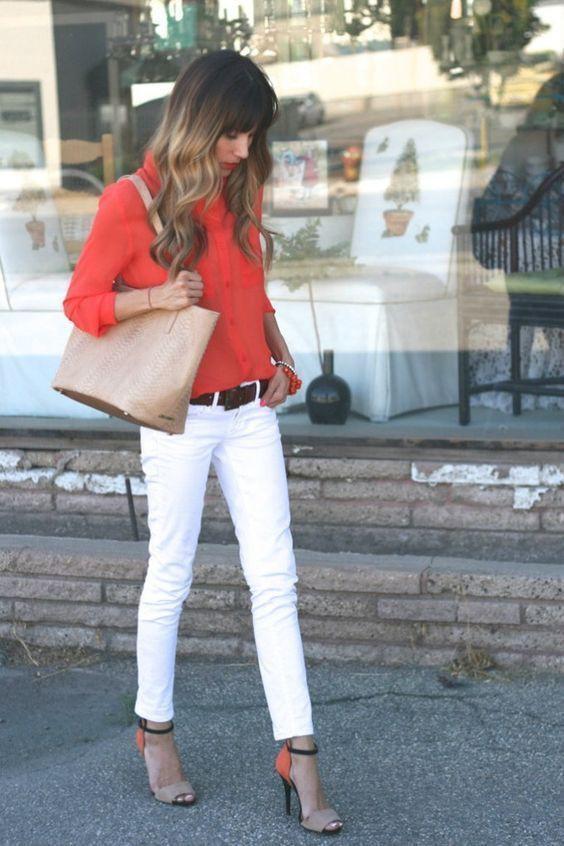 Looks calça branca e blusa laranja