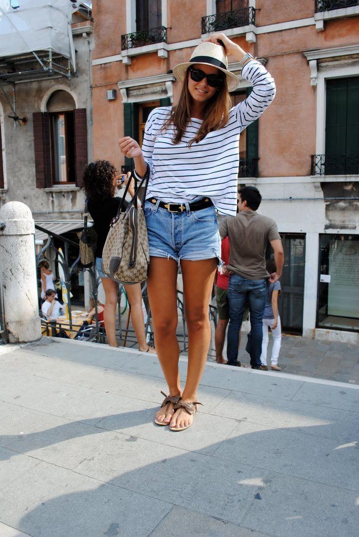 Cute summer travel outfits, street fashion, casual wear, road trip