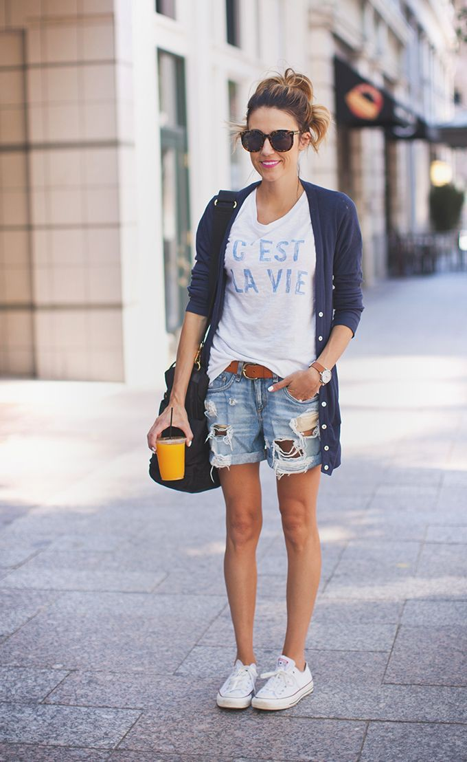White canvas shoes outfit, street fashion, casual wear, t shirt