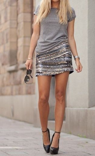 Short sequin skirt with tshirt