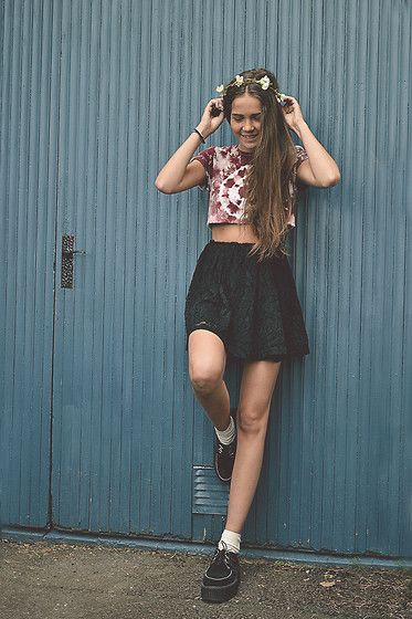 Brown colour outfit with miniskirt, crop top, shorts