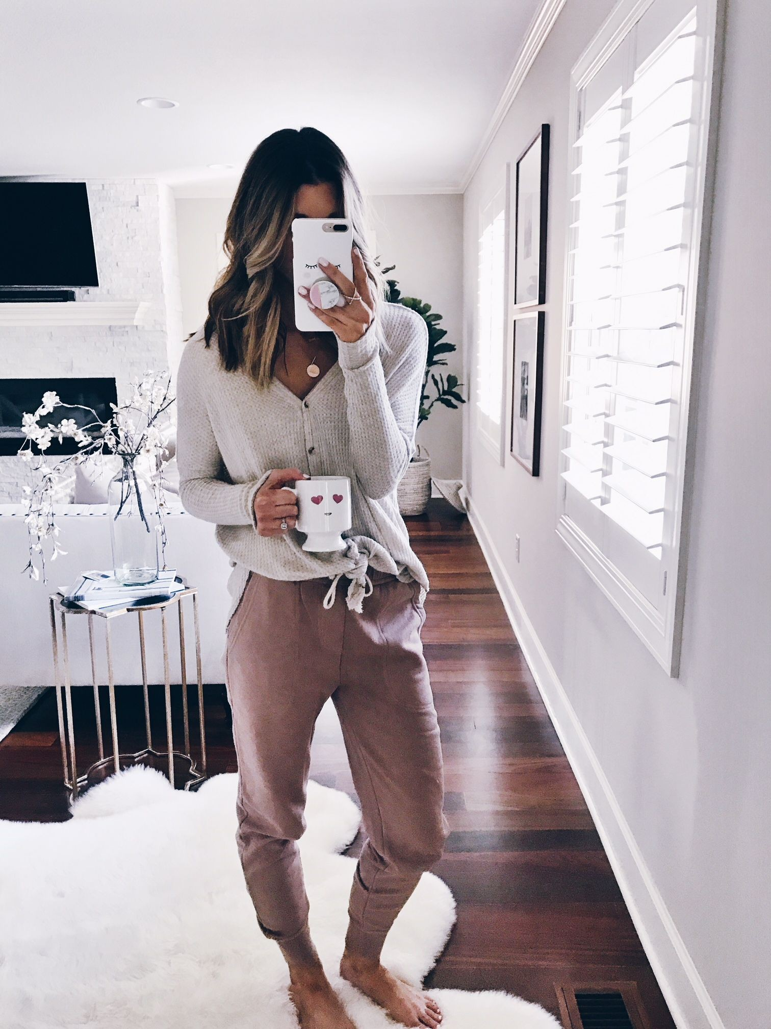 White colour outfit ideas 2020 with leggings, pajamas, jeans