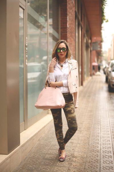 Pantalon camuflaje chaqueta rosa, military camouflage, street fashion, cargo pants, t shirt
