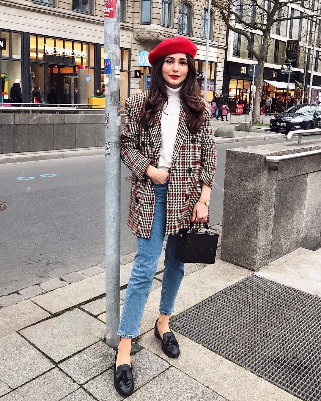 Beret and blazer outfit, street fashion, plaid blazer, trench coat, red beret