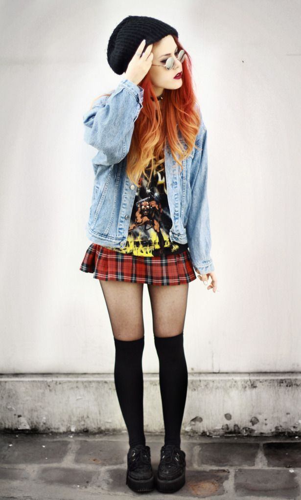Outfit with miniskirt, crop top, shorts