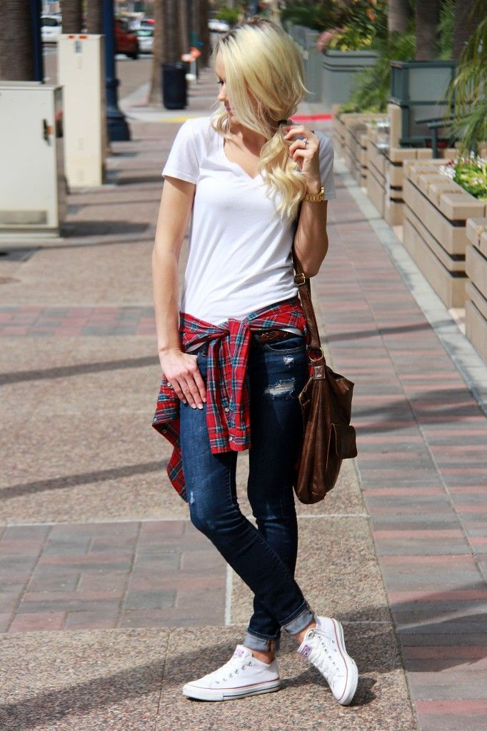 Jeans and converse outfits, street fashion, fashion blog, t shirt