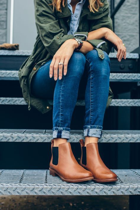 Womens brown chelsea boots outfit