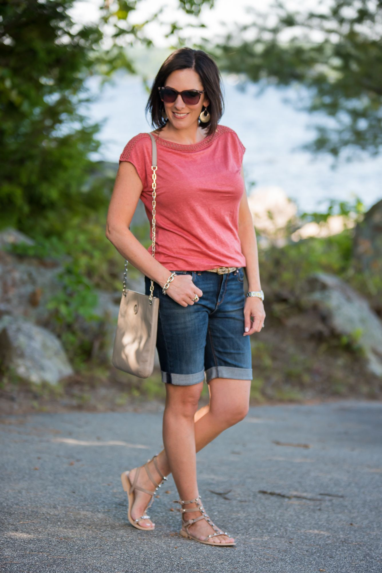 Denim bermuda shorts outfit, bermuda shorts, street fashion, jean shorts, casual wear, t shirt