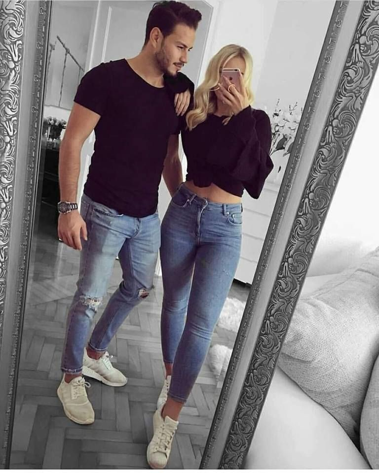 Outfit instagram parejas vestidas igual, sports shoes, lapel pin, t shirt