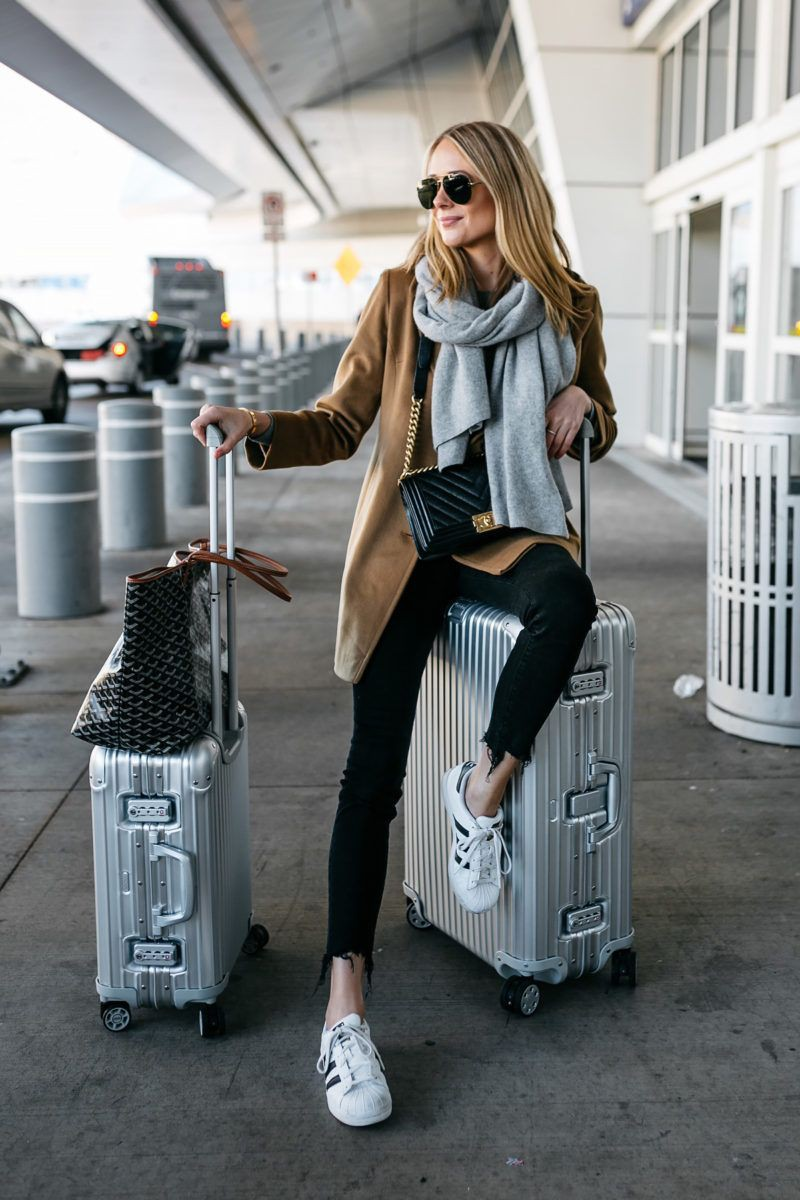 Colour outfit ideas 2020 winter airport outfits, winter clothing, street fashion, ripped jeans,  ...
