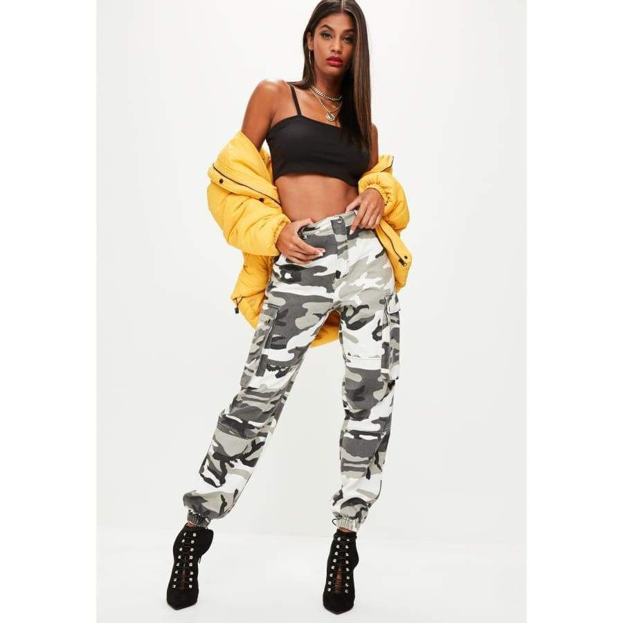 Instagram baddie camo pants, military camouflage, cargo pants
