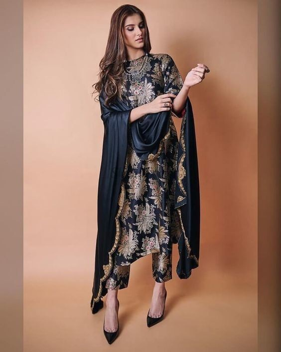 Tara sutaria dress design, pakistani clothing, fashion design, fashion model, tara sutaria, phot ...